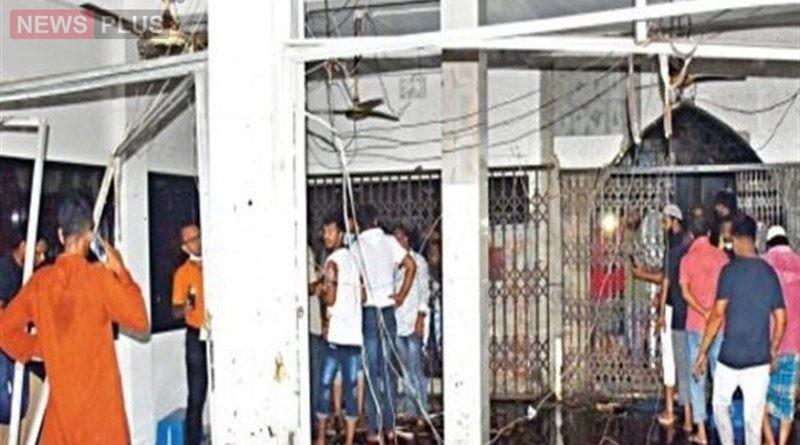 பள்ளிவாசல் அருகில் வெடிப்பு சம்பவம்.. 13 பேர் பலி